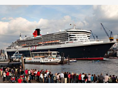 Queen_Mary_am_Fischmarkt-2011.jpg